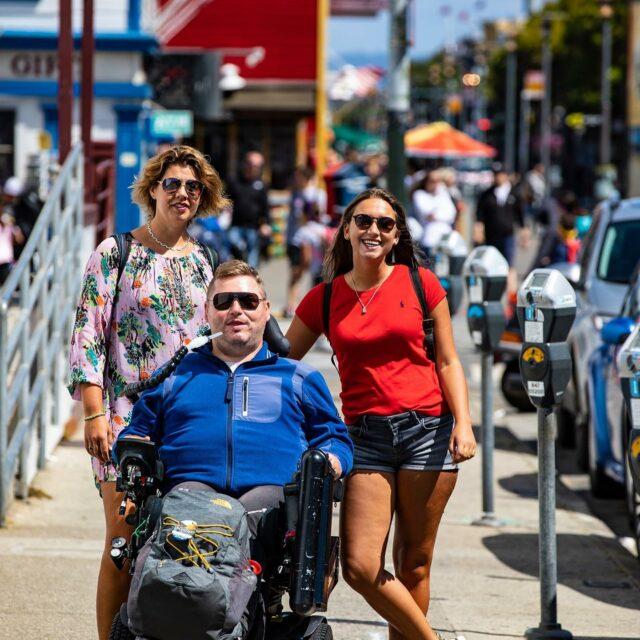 • R E I S V E R S L A G •   Één jaar geleden waren wij op reis naar de Verenigde Staten om de droomwens van onze voorzitter Frank te realiseren. Een rondreis langs de westkust van de VS. De route: Los Angeles - San Francisco - Las Vegas - Los Angeles. Wat was het een super mooie reis! Ben je benieuwd naar onze avonturen? Het reisverslag deel 6 t/m 10 staat op de website en Facebook. Link in de bio..   #reisvanmijnleven #roadtrip #duchenne #droom #dream #USA #losangeles #sanfrancisco #lasvegas #oakhurst #mammothlakes #yosemite #deathvalley #stichtingdromenvoorduchenne